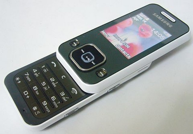 SAMSUNG F250 Ponsel Media Player Cantik